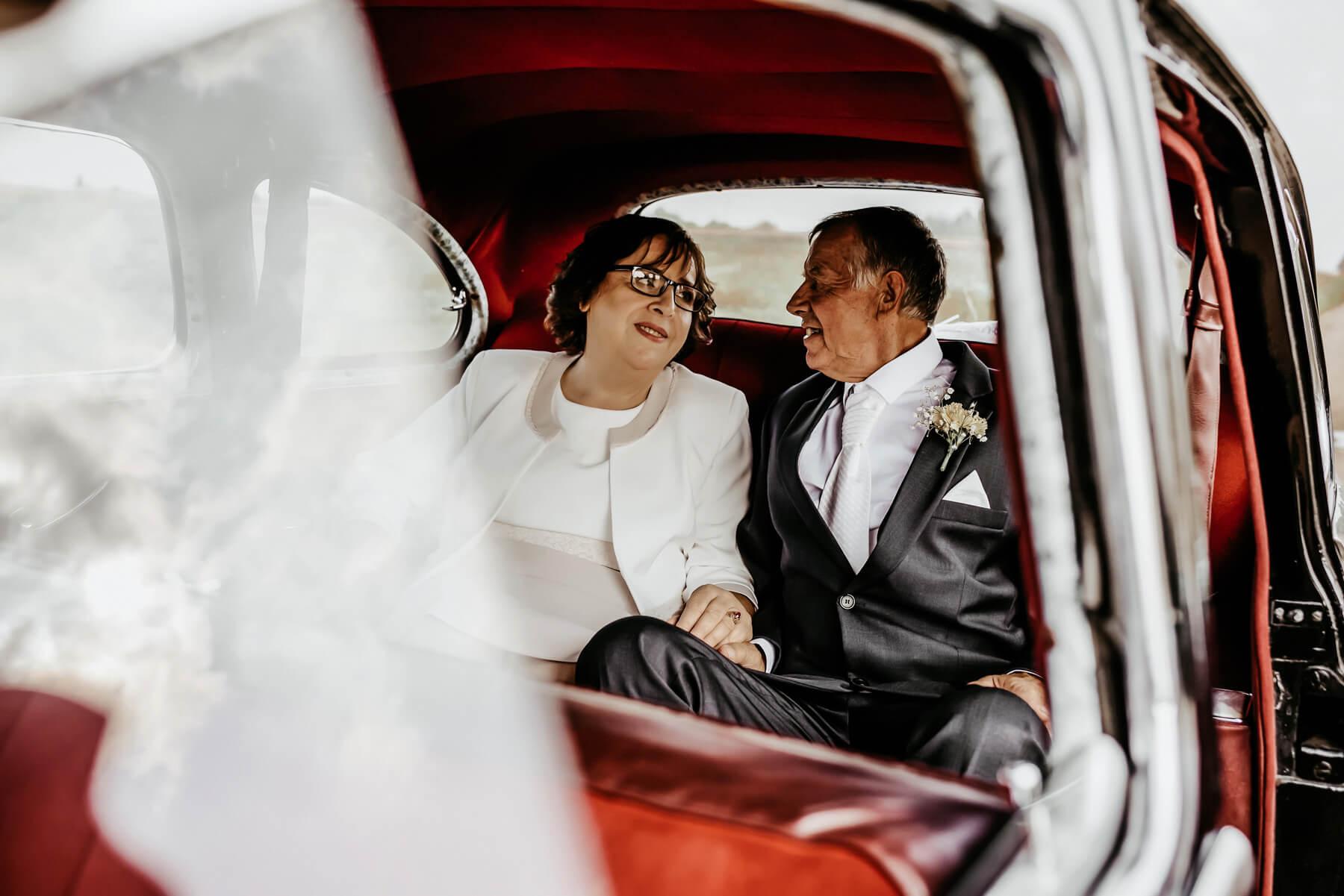 vestuves senjorai 50 metu kartu